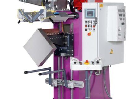 Automat na švové svařování rohů